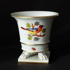Herend - claw footed vase in Rothschild Bird, handpainted