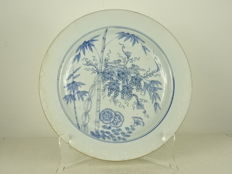 Bianco sopre bianco Squirrel and Vine Plate - China - Yongzheng period (1722-1735)