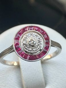 Antique ring in platinum-gold with diamonds and rubies