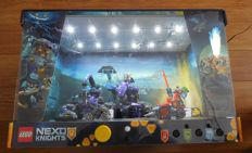 Nexo Knights - Display case with 70325 Infernox Captures The Queen + 70362 Battle harness Clay