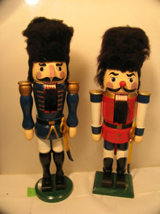 2 Nutcrackers from the 1960s/70s made of wood, probably from the Ore mountains, German Democratic Republic