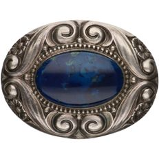 800/1000 Silver brooch set with lapis lazuli. – length x width: 4.6 x 3.5 cm