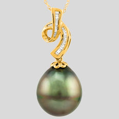 14kt Yellow Gold Pendant with Tahitian Black Pearl 14.5 x 16.0 mm and 0.18 ct Tapper Cut Diamond with chain- Pendant size : 34.2 x 14.5 mm