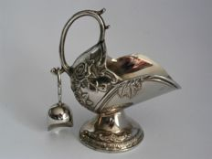 Silver-plated sugar bowl shaped like a coal scuttle incl. scoop