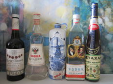 5 old bottles of liquor: 1 Bols Apricot 100 cl - 1 Cherry Brandy Buton 75 cl – 1 Vodka Keglevich 75 cl – 1 Metaxa 75 cl – 1 Imperial Vodka Stefanof 75 cl – Rare 50's & 70s'