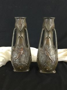 J. Garnier - Paire of baluster vases with faceted body in babbitt metal. With three separated handles