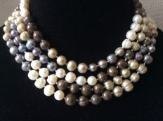 Necklace with baroque pearls with rings