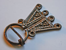 Early medieval silver-plated bronze Omega Viking fibula - 5.9 x 4.1 cm
