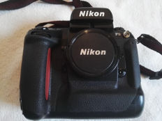 Nikon F5 reflex camera with autofocus