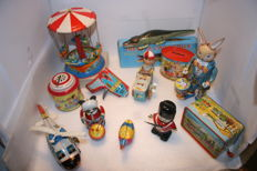 China / Western Germany / Korea / Japan - Several dimensions - Lot with 12 pieces of tin toys, 1960s/90s