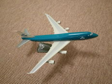 Collection of model airplanes
