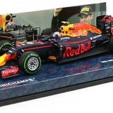 MiniChamps - 1:43 - Red Bull Racing TAG Heuer RB12 #33 3rd Place Brazilian GP 2016 - Max Verstappen - Limited Edition oder 1.000 Stück