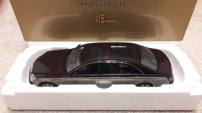 Autoart-Dealer Edition - Scale 1/18 - Maybach 62 - red/grey