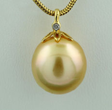 South Sea pearl and brilliant pendant, golden South Sea pearl 13 mm, 750 yellow gold no reserve price