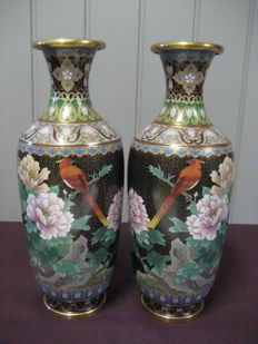 Two cloisonné vases, mirrored - China - second half of the 20th century