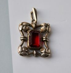 "ART Nouveau original antique pendant with rectangulal facetted beautiful Almandine Garnet ca. 7,8X6mm from the periode ca. 1900/""10"