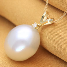 South Sea White Pearl 12.1 x 14.3 mm with Approx. total 0.018 cts 1 pc Diamond 14 K Gold Pendant  (No Reserve Price)