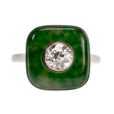 Art Deco  ring features 0,65 ct (J VS1) Old European Cut Diamond surrounded by Jade in Platinum.