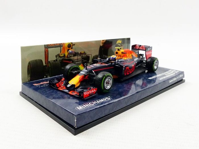 MiniChamps - 1:43 - Red Bull Racing TAG Heuer RB12 #33 3rd Place Brazilian GP 2016 - Max Verstappen - Limited Edition of 1.000 pcs.