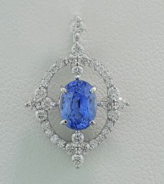 Enchanting sapphire and brilliant pendant totalling 1.54 ct, 750 white gold ---no reserve---
