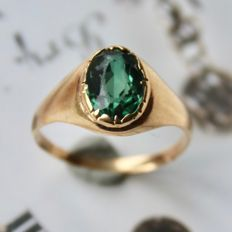 Ca. 1910/1920, Antique 14 kt gold ring with an oval cut Tourmaline of approx. 7.3 x 5.2 mm