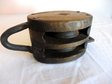 Pulley in wood and iron, end 19th century