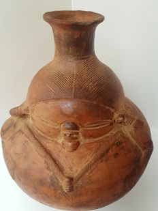 Ceramic pre-columbian archaeological find, half Cauca, Region: Colombia. Pottery shaped like a crouching large woman with refined engravings, 29 x 26 cm