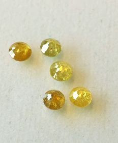 Lot of natural coloured diamonds - 1.04 cts (5)