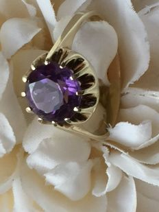 14 kt gold ring with large amethyst