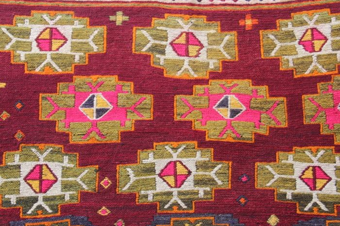 Konya soumak kilim (centre of Anatolia). In good condition. It is around 50-60 years old. 100x125cm.