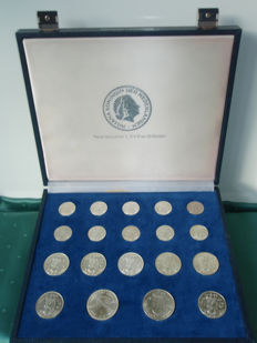 The Netherlands - Collection Juliana 1954/1974 (19 different) silver in case