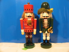 4 Nutcrackers from the 1960s/70s made of wood, probably from the Ore Mountains, German Democratic Republic