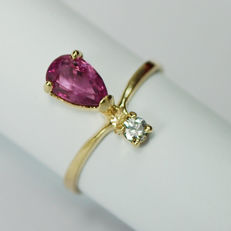 Woman ring, Yellow 18 kt gold and coctail incredible Rich vivid color Flawless Burma Ruby / IGI-Certified /  and 1 diamond: Total weight: 1.62 ct / NOT REZERVE PRICE