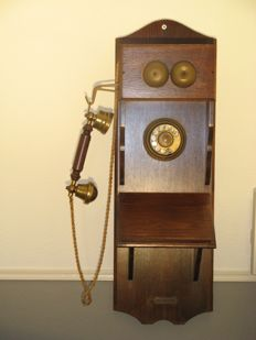 Hotel-telephone - oak with copper - model '' The Executive ''.