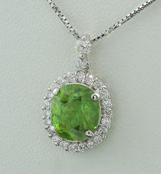 Peridot and brilliant pendant totalling 2.62 ct, peridot with very beautiful shine and colour, 750 white gold ---NO reserve price---