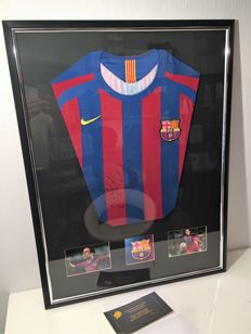 Framed Signed FC Barcelona Home Shirt - Mark van Bommel
