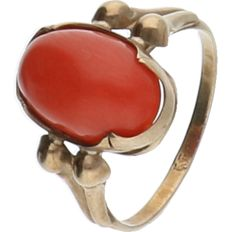 8 kt Yellow gold ring, set with precious coral. - ring size: 15.5 mm