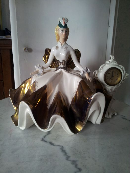 Porcelain dame with winding clock - 50s