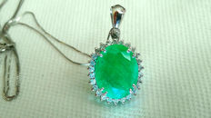 Necklace and pendant in 18 kt white gold with 3.97 ct emerald and 0.26 ct of diamonds ***NO RESERVE***