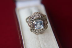 Antique ring about 1920 with light blue Aquamarine coloured spinel ca. 2.30Ct..