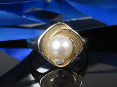 Gold ring with pearl and spinel from 1960