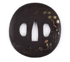 Iron goishigata tsuba - Gold and copper inlay - Man under a pine tree - Japan - 18th/19th century