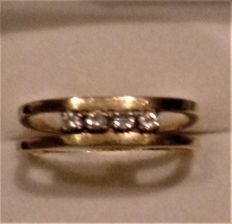 Vintage 18 ct Gold & Diamond  (Diamonds are 0.05 ct each) Set Ring