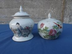 Set of 2 porcelain pots - China - ca. 1920.