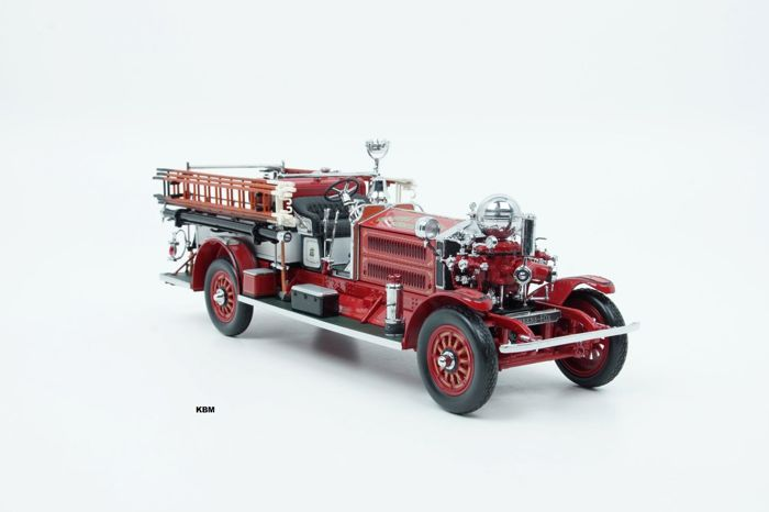 "Road Signature - Scale 1/24 - Ahrens Fox N-S-4 ""Nashua Firedepartment"" 1925 - Red"