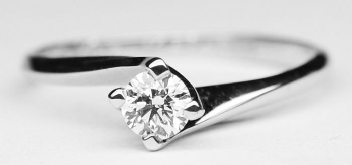 18 kt white gold solitaire ring with 0.25 ct diamond, size 15
