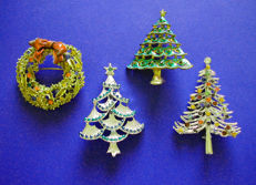Festive and Rare Vintage Christmas Tree Pins and a Wreath, from the 50's & 70's !