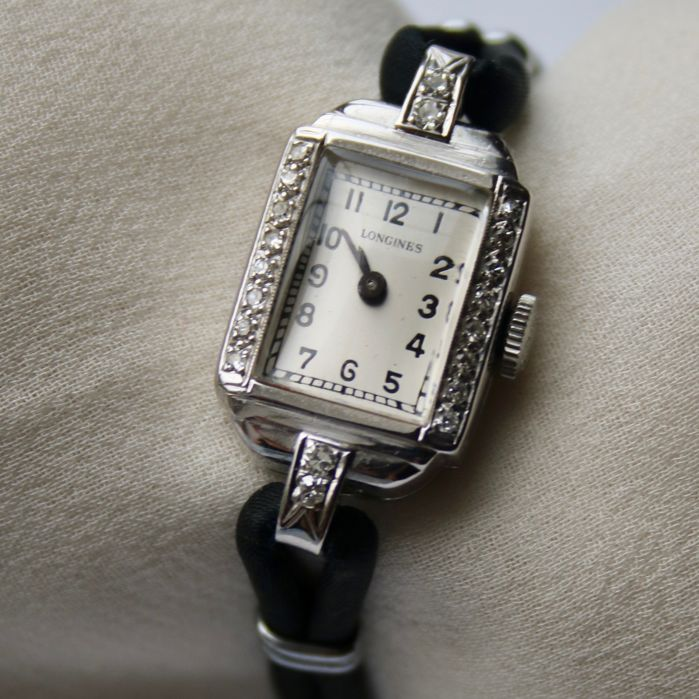 Art Deco Swiss 'Longines' women's watch, white gold with old European cut diamonds E / VVS1 and G / VS (Excellent condition), c. 1920–1940
