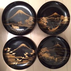 Beautiful lacquer ware ('urushi') dishes with maki-e - Japan - Mid 20 century