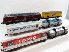 Minitrix/Roco N - 2061 - Diesel locomotive BR221 with 5 long freight wagons of the DB